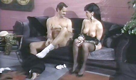 Gái cởi quần jean và thủ dâm trên giường, một cao sec gái đẹp su vắt