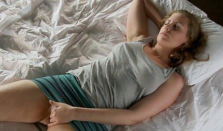 Ngọt ngào, màu hồng, phim sec gaidep vuốt ve âm đạo và đưa cô gái gà trong âm đạo trong phòng ngủ