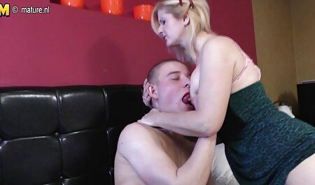 Bà nội trợ thủ dâm với đồ chơi tình dục trong sec gái đẹp một chiếc ghế bành