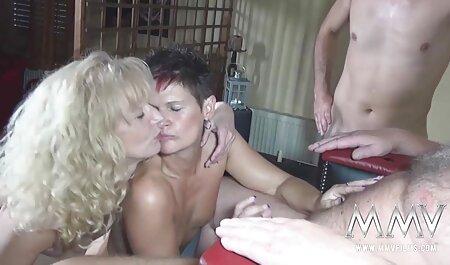 Hai người yêu hãm hiếp dâm trên cả hai mặt của cửa sổ secgai xinh