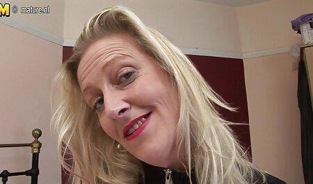 Tinh hoàn hảo chiến lợi phẩm Mariane Bé ngồi nerdy với một âm đạo trên khuôn gai han sec mặt của cô