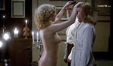 Bốn đồng phim sec tre dep tính đập những cô gái tóc vàng trong khi họ đang ở trong phòng ngủ