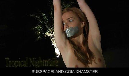 Maria Ryabushkina với một trong các mông, ngón tay của cô mũ với trọng lực trong phòng tắm tai phim sec gai xinh