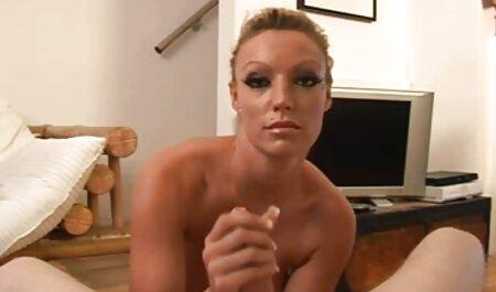 Trẻ chảy sáng mông ở trước mặt của các camera và lấy một sec gai sinh ngón tay ở một nơi
