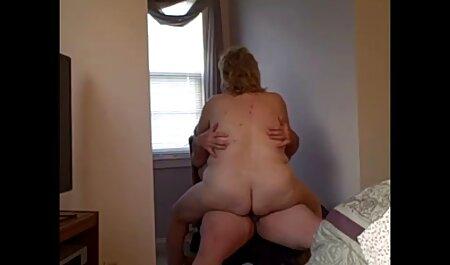 Paula nhút nhát một thành phim sec gai cuc dep viên của các huấn luyện viên bóng đá trong phòng khách