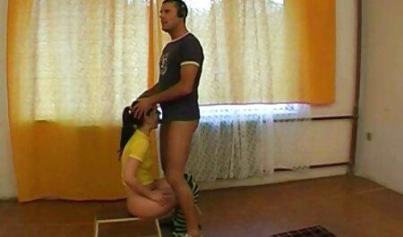 Ebary vặn một phụ nữ clip sec gai xinh da đen trong háng mình qua lỗ trong vớ